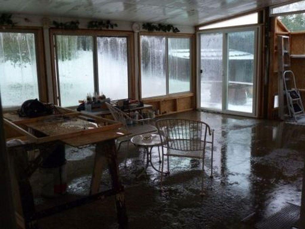 Indoor Rain Alien Ghostalien Ghost